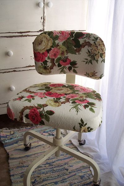 ...: Ideas, Desks Chairs, Vintage Fabrics, Vintage Floral, Old Chairs, Office Chairs, Offices Chairs, Industrial Office, Chairs Redo