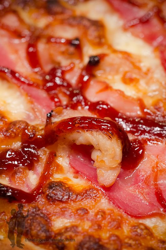 Piratage Culinaire: Pizza au poulet, bacon et sauce barbecue