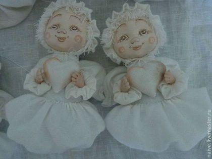 Купить или заказать Ангел 'ОБЛАЧКО' в интернет-магазине на Ярмарке Мастеров. Ангел 'ОБЛАЧКО' - нежная , тёплая подвесная куколка. Хороший подарок на день рождения и свадьбу. По желанию заказчика могут быть вышиты инициалы на сердечке в руках у ангела.