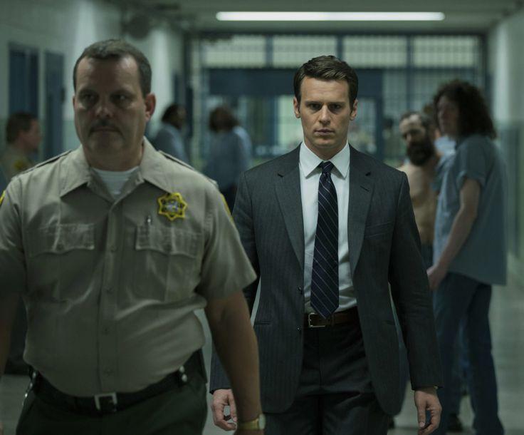 David Fincher aterriza en Netflix con una serie que promete mandarnos de vuelta a los tiempos de El Club de la Pelea, Se7en y Zodiac. ¿Cómo nos anticipamos a la locura si no sabemos cómo piensa? Dos agentes del FBI (Jonathan Groff & Holt McCallany) emprenden una siniestra investigación que los hará descubrir crueles respuestas. …