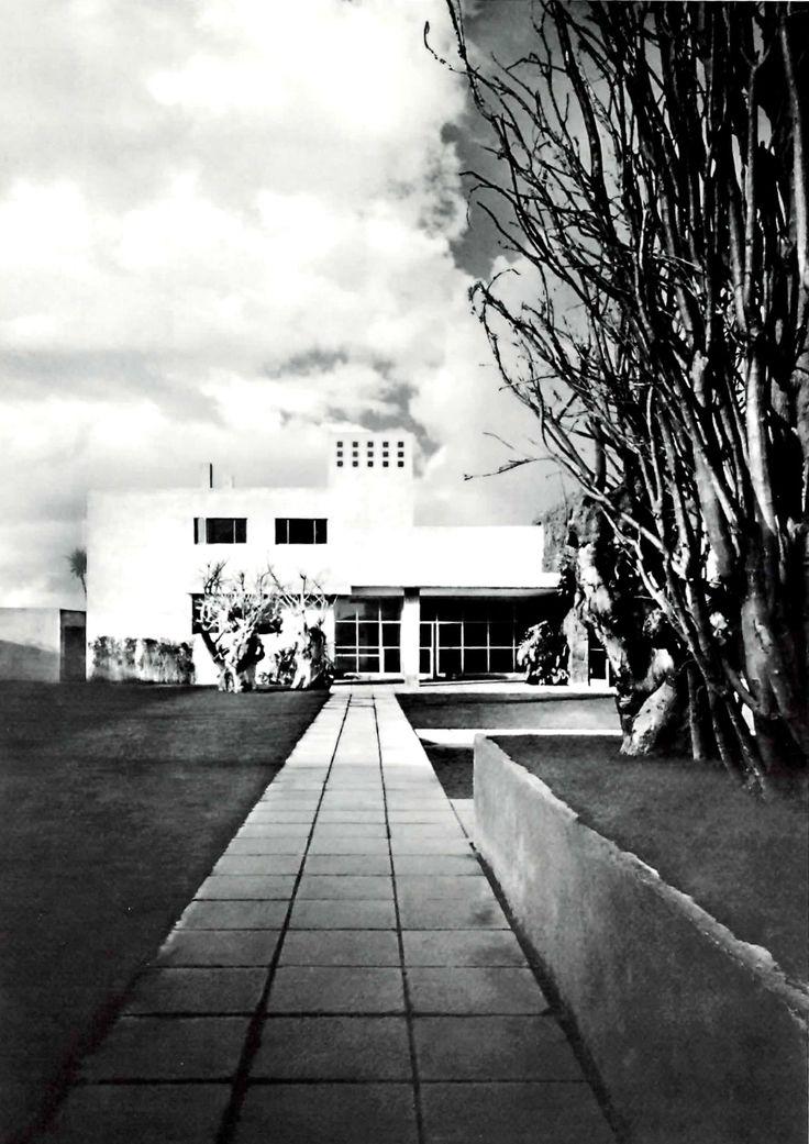 Vista desde el jardin, Casa de Muestra, av. de las Fuentes 130, Jardines del Pedregal, México DF 1950 Arqs. Max Cetto y Luis Barragán - Garden view of a model house in Pedregal, Mexico City 1950