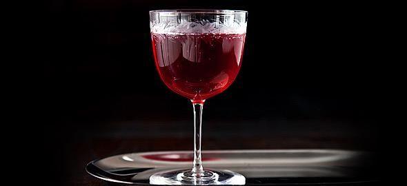 Για να επιστρέψετε ομαλά στην πραγματικότητα, μετά τις γιορτές, κανονίστε μια βραδιά κοκτέιλ με τους φίλους. Δείτε 7 χειμωνιάτικες συνταγές για κοκτέιλ, που θα αφήσουν εντυπώσεις.