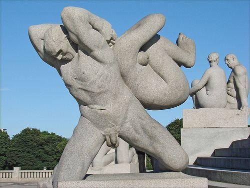 Parque de Vigeland - Gigantesca Obsesión en Piedra y Bronce -  #GustavVigeland #Noruega #ParquedeVigeland #ParqueFrogner #Parques #VigelandPark #vigelandsparken Más en http://viajerosdelmisterio.es/parque-de-esculturas-de-vigeland/