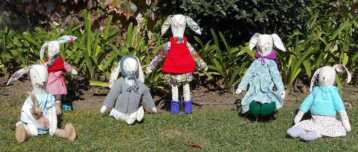La familia Conejola en el jardín disfrutando de un día soleado! $ 320 cada uno.-