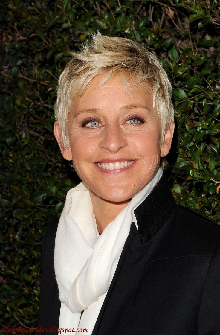 Like her hair: Girls Crushes, Famous People, Woman, Favorit Personal, The Ellen Show, Beauty People, Ellen Degeneres Show, Ellen Degeneres Hairstyles, Shorts Hairstyles