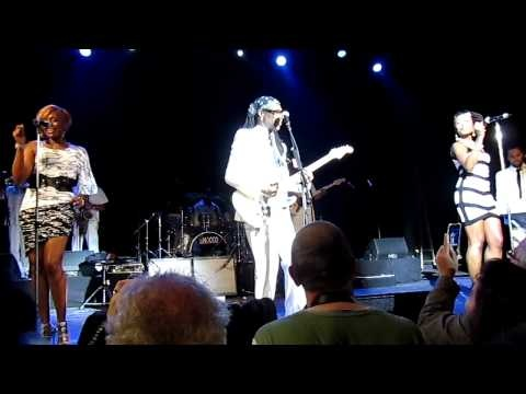 "CHIC - Nile Rodgers (guitar) Folami (vocals) @ Le Trianon_Paris - ""Spacer"""