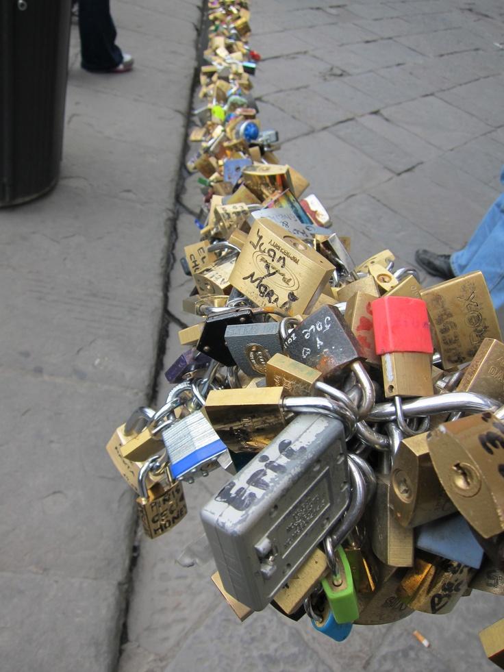 Love Chain: Miscellani, Chains, Locks, Paintings, Wall