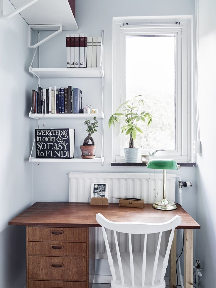 Small and practical home office with a mix of 2nd hand/midcentury and modern furniture.