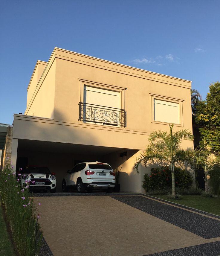 Fachada residencial A&R | Alphaville Res. 4  Santana de Parnaíba - SP - Brasil. Por Denise Della Paschoa Zanetti | DM_Projeção Arquitetura.