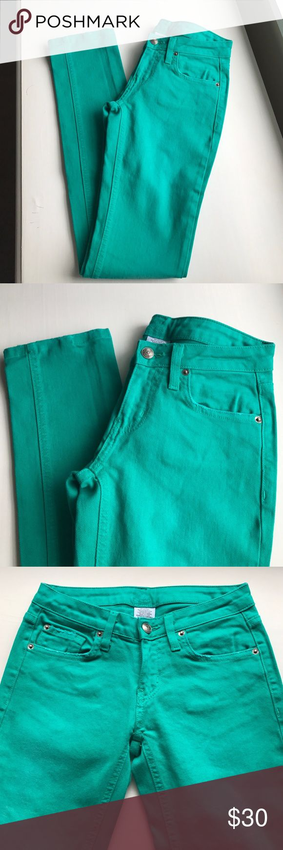 "Urban Outfitters green skinny jean Urban Outfitters green skinny mid rise jean (brand Lux) - 2nd pic is best depiction of shade of green - waist measures 13"" with 31"" inseam and 7"" rise - perfect condition never worn Urban Outfitters Jeans Skinny"