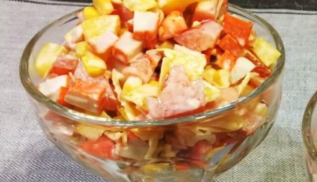 Представляем вашему вниманию рецепт очень вкусного салатика, который придется по душе каждому. Сочетание всех ингредиентов несомненно порадует всех, в особенности тех, кто любит салаты с крабовыми палочками. Его...