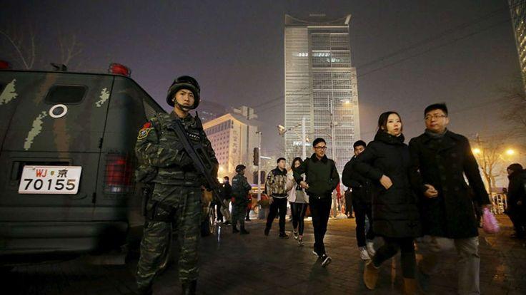 CHINA. – Las autoridades chinas rodearon una iglesia  ubicada en una casa en Pekín, después de invadir el sitio, les ordenaron a los miembros de la congrega