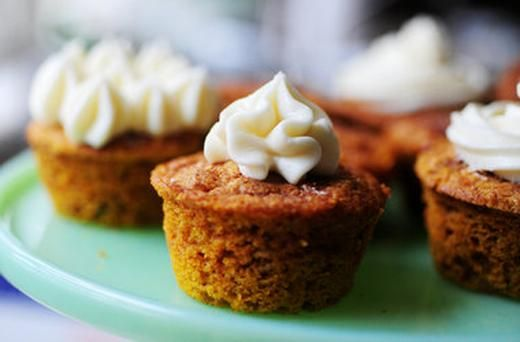 Moist Pumpkin Spice Muffins (With Cream Cheese Frosting) | YUMMY ...