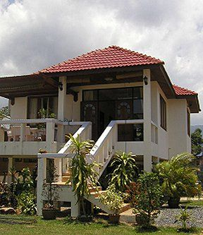 House plans elevated stilt homes tornado proof homes for Elevated small house design