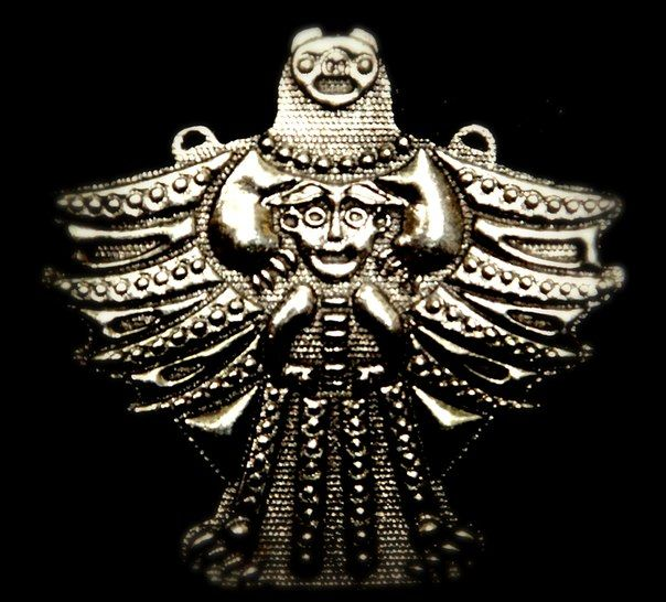 Особым почитанием у финнов и карел, как и у прочих финно-угорских народов, пользовался медведь. Он возник из шерсти, брошенной с небес в воду; по другим мифам — родился возле небесных светил на небе, у Большой Медведицы, откуда был спущен на серебряных ремнях в позлаченной колыбели в лес, где и остался на серебряных ветвях сосны  Охота на медведя сопровождается целым циклом заговоров, в которых зверя уговаривают, будто он не был уби