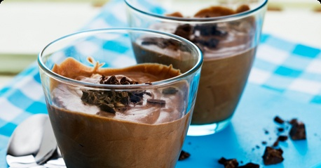 Dark chocolate & hazelnut mousse, via arla.se