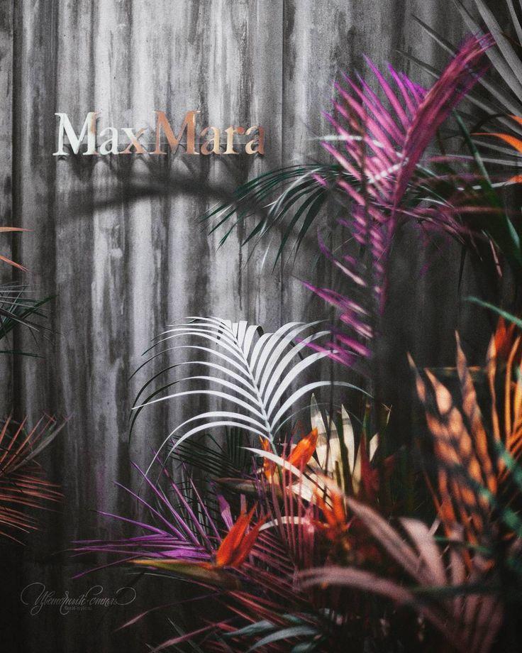 Сегодня вечером в #MaxMara @fashiongallery_nsk презентация новой коллекции #TropicalModern 🌴  Оформление @floral_style
