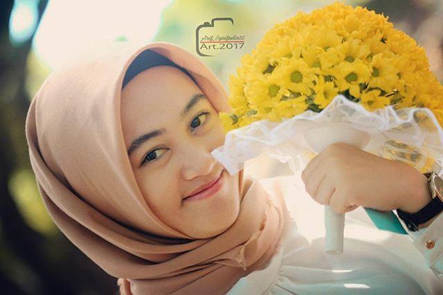Keyakinan adalah ketenangan didalam hati yang tidak akan bisa kita dapatkan tanpa perenungan yang mendalam . . . In frame : Emiria Dinar T. . . #hijabflowers #hijab #hijabers #hijabrawis #endorsehijab #hijablovers #naturalbeauty #naturalmakeup #bungapengantin #exploretuban #lingkartuban #pesonatuban #perhutani #picsart #watermark #instadaily #instagood #instasave #instaphoto #siswatuban #weddings #prewedding #likeforlike #follows #fff #spamlikeforfollback Natural Beauty from BEAUT.E