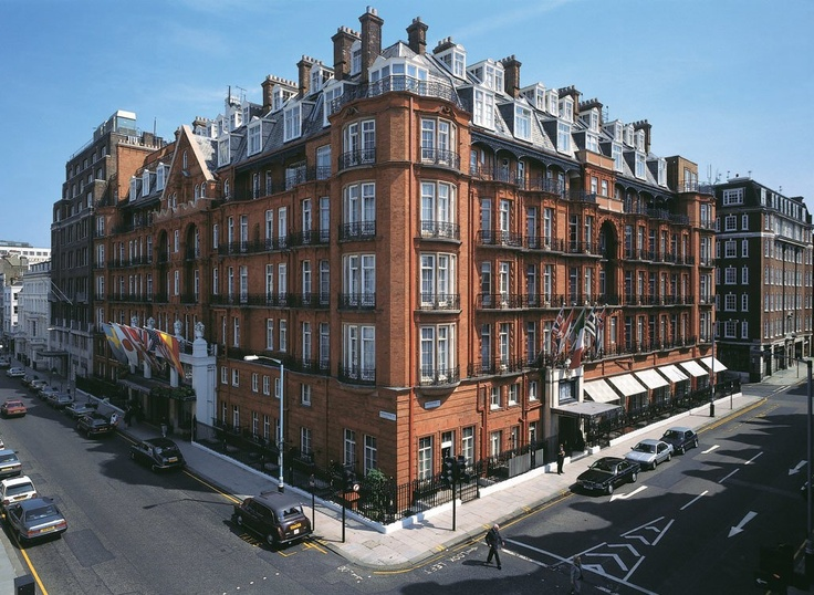 Claridge's - London, United Kingdom - 203 Rooms - Savoir Beds