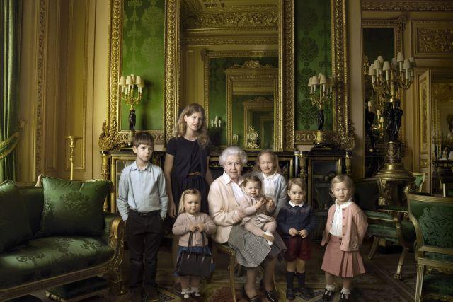 Queen Elizabeth Annie Leibovitz Portraits 90th Birthday. (NB: who's got the handbag?!   )