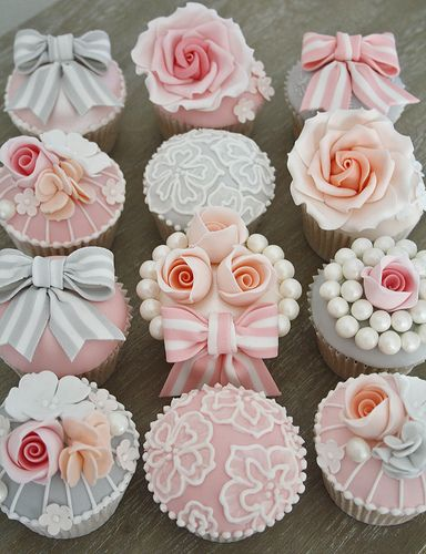 Vintage Cupcakes.  Omg, love!  Bridal shower, baby shower, wedding reception!!!
