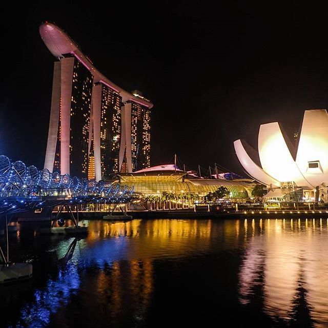 The Helix, Singapore Day 20: Marina Bay Sands has a light and water show at 8pm…