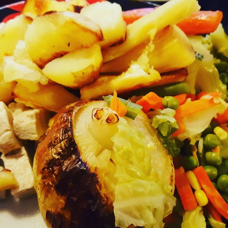 Vegan roast dinner - using vegan quorn Pieces. Didn't taste too bad!  #veganuary2016 #vegan #GoVegan #food #foodie #foodporn #foodgasm #yummy #ukparentbloggers #ukpb #themumdiaries #familyblogger #mumofboys #totsphoto #tribalchat #nom
