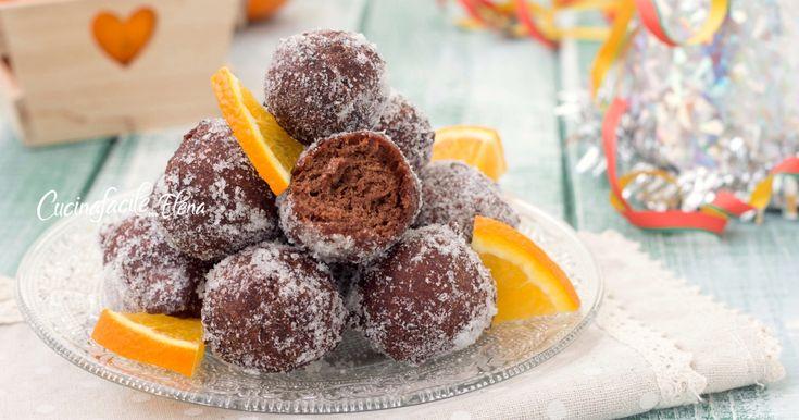 Le castagnole cioccolato e arancia sono dei dolci di Carnevale favolosi, si fanno in 5 minuti con una forchetta e sono super soffici e profumate, si sciolgono in bocca!