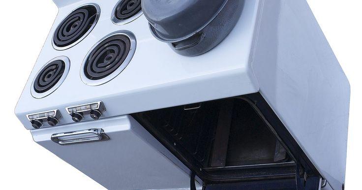 Como trocar a lâmpada dentro de meu forno elétrico Whirlpool . Os fornos elétricos da Whirlpool, como os de quase todas as marcas, têm luzes que iluminam seu interior durante o cozimento. Alguns fornos da Whirlpool têm também uma luz acima da área do cooktop dentro do console de controle. Assim como qualquer outro tipo de lâmpada, as de alcance acabam queimando, necessitando de substituição. Trocar a lâmpada ...