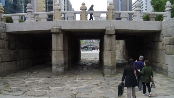 bridge in seoul built from tomb of scorned queen.  The incredible stories behind monuments built over grudges