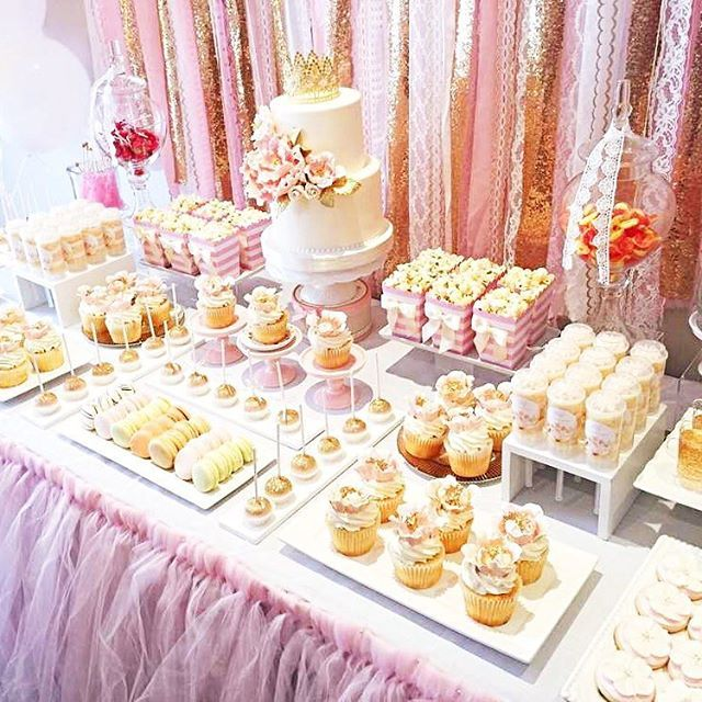 Beautifully designed pink and gold 1st birthday party. It's beyond fabulous! Check out all 20 party photos by clicking on our bio link. Credit: Thuy D . .  #catchmyparty…