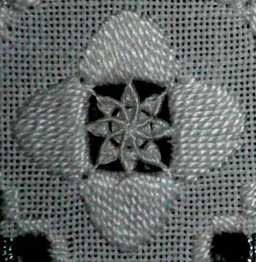 Broderie Hardanger - Fleur au point lancé