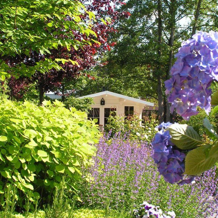 'romantisch plekje tussen de bloemen' door Ron den Dikken, Exclusieve tuinen