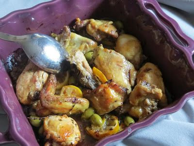 Pollo al forno al limone, timo e olive -  Il pollo al limone, timo e olive è una ricetta fresca e sfiziosa preparato con ingredienti semplici è anche molto veloce da realizzare, è ideale anche per un piatto dell'ultimo momento.