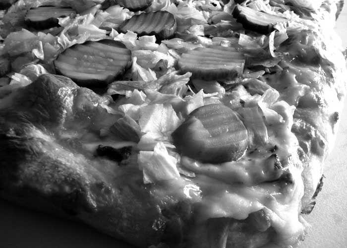 """Το """"Big Mac"""" Flatbread Κιμάς, Αμερικάνικο τυρί, """"μυστική σως"""", μαρούλι, ντομάτα, κρεμμύδι & πίκλες. The Salty Pig IΠΠOKPATOYΣ 36 . AΘHNA 210.364.7445 #flatbread #πιττες #thesaltypigathens #αθηνα #streetfood"""