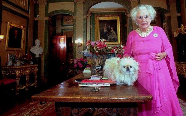 Barbara Cartland, yaşamı boyunca yaklaşık 700 küsür kitap yayımlamıştır. Ayrıca yazarın iki haftada bir roman bitirdiği de söylentiler arasındadır.