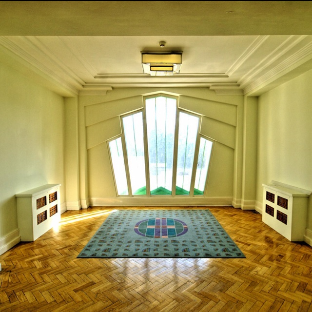 Gorgeous art deco interior lush window and parquet for Art deco home interiors