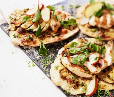 Recept: Svamppizza med kyckling, timjan och schalottenlök