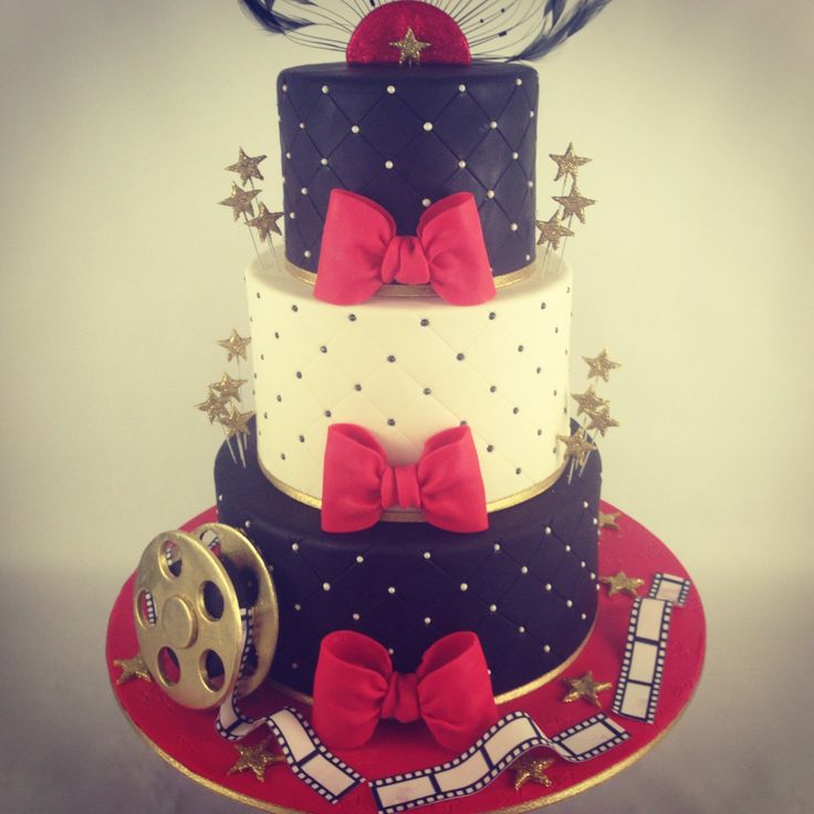 Hollywood themed cake by Laury Saldana at thereshouldalwaysbecake.com
