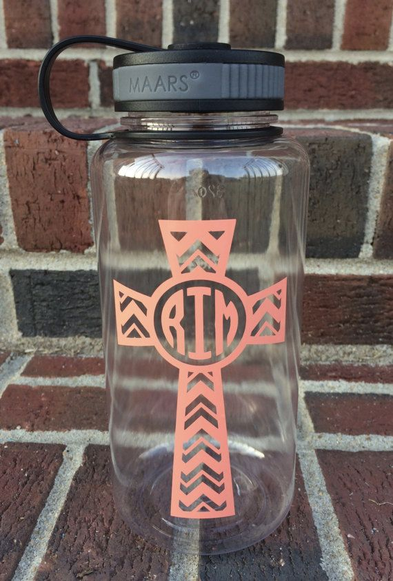 Youll want to drink this listing up!  This 34oz MAARS brand wide-mouthed clear water bottle with a black lid features a beautiful cross filled with a chevron pattern and a block monogram! This is shown in a peachy orange color, but Ill be happy to create it in any color of your choice! In the note to seller, please type your monogram in traditional monogram order which is FIRST NAME, LAST NAME, MIDDLE NAME. Please also let me know if you would like a different color than the color shown…