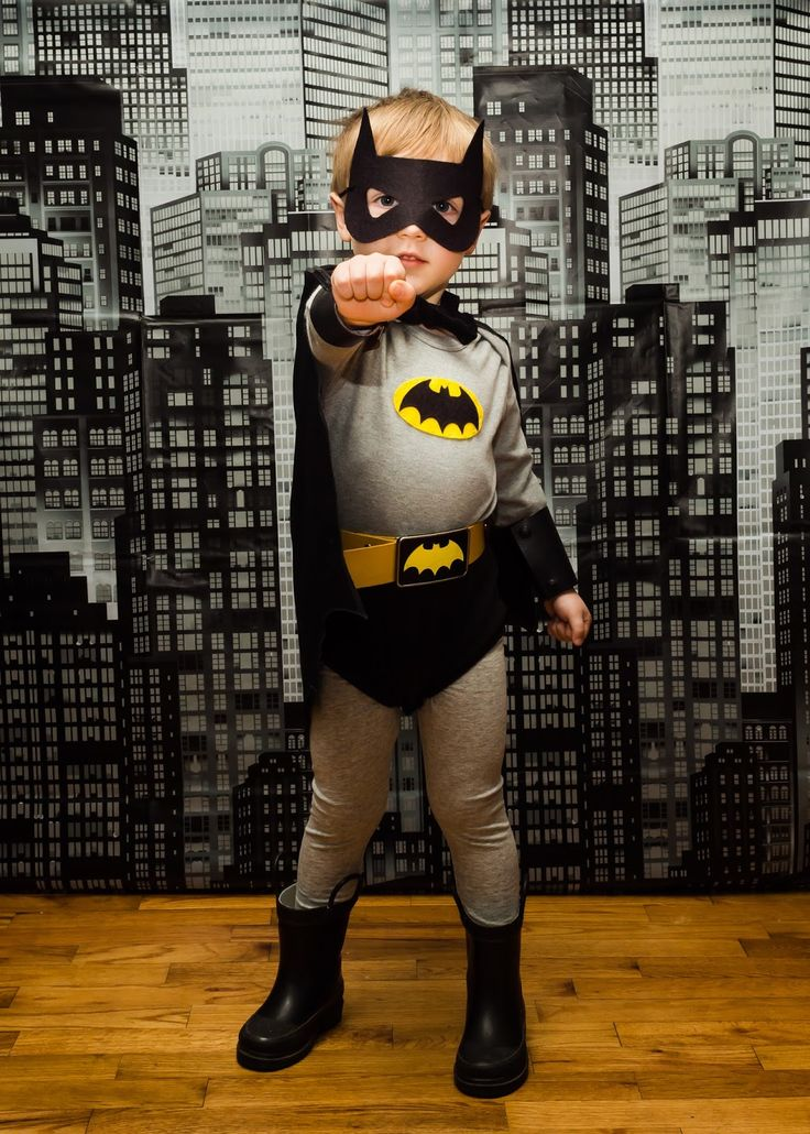 toddler or preschooler Batman costume // Heartfully, Amy