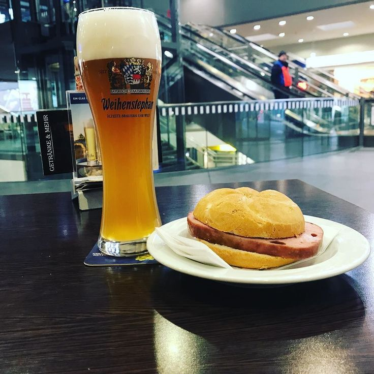 Mittags. Halb 12 in Wels #aufnachwien #westbahn #bierfreunde besuchen #daraufeinbier