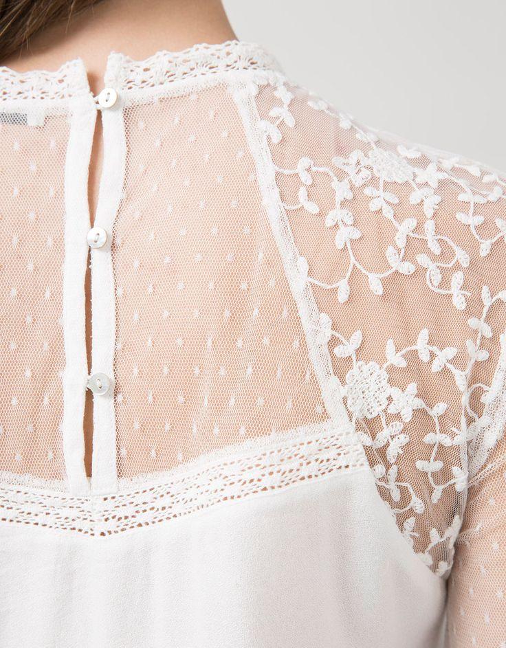 Blusa BSK plumeti y tul bordado. Descubre ésta y muchas otras prendas en Bershka con nuevos productos cada semana