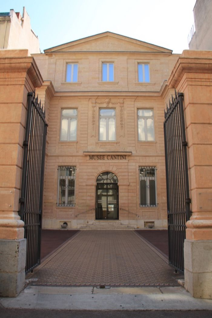 Le Musée Cantini,situé rue Grignan, à deux de la place Estrangin et de la Préfecture, est l'un des musées marseillais les moins connus, et pourtant il comporte de très belles surprises ! Situé dans l'hyper centre de Marseille, le musée Cantini vous permet de partir à la découverte de l'art moderne des années 1900 à