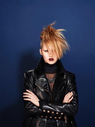 So macht Ihr einen Zopf zum Iro. Punkige Frisur ohne Frisör, ganz einfach zum nachstylen.