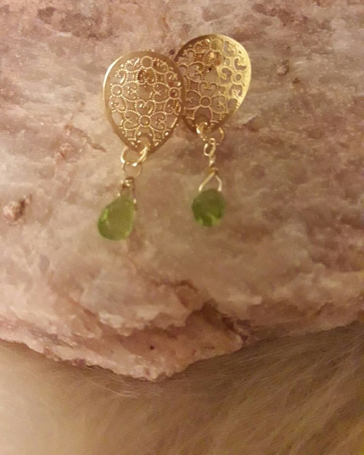 Preciosa Piedra Peridoto en aros mandala baño de oro [$18 mil]