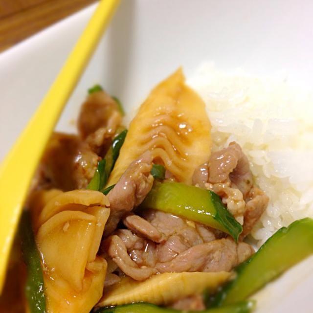 筍とピーマン、胡瓜、ネギと塩麹につけた豚肉をオイスターソースで炒め中華風丼(*☻-☻*)かんたーん‼︎ - 12件のもぐもぐ - 筍のオイスターソース炒め by Atsuko Takahashi
