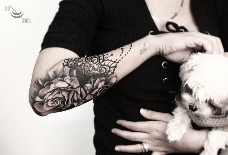 Geometric realistic rose mandala tattoo @lacenano  #rose #traditional #blackgrey #mandala #tattoo #tat #tattoomagazine #tattooed #ink #inklife #ink #inked #inkmagazine #instatattoo  #design #art #tattooart #dovme #illustration #fasion #tattoos #ugurdemirci #ugurdemircitattoo #kadıköy #istanbul  @tattrx @inkstinctofficial @tattooselection @tattoodo @equilattera