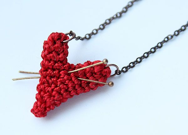 Crocheted heart necklace by Julia Kolbaskina, via Flickr. Inspirational.: 517 Photo, Jewelry Crafts, Kolbaskina Photo, Heart Necklaces, Crochet Heart, Knit, Sweet Pendants, Adorable Crochet, So Sweet