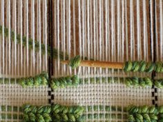 Doni's Delis: how to This is shown with plain weave, but it would be a nice texture with tapestry weaving too